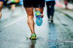 Jakie buty do biegania wybrać? Chcesz zacząć biegać i potrzebne Ci są buty do tego sportu... a nie wiesz jakie buty do biegania wybrać? W sklepach wybór jest naprawdę ogromny. Zanim jednak zdecydujesz się na konkretny model powinieneś przeczytać te kilka wskazówek!